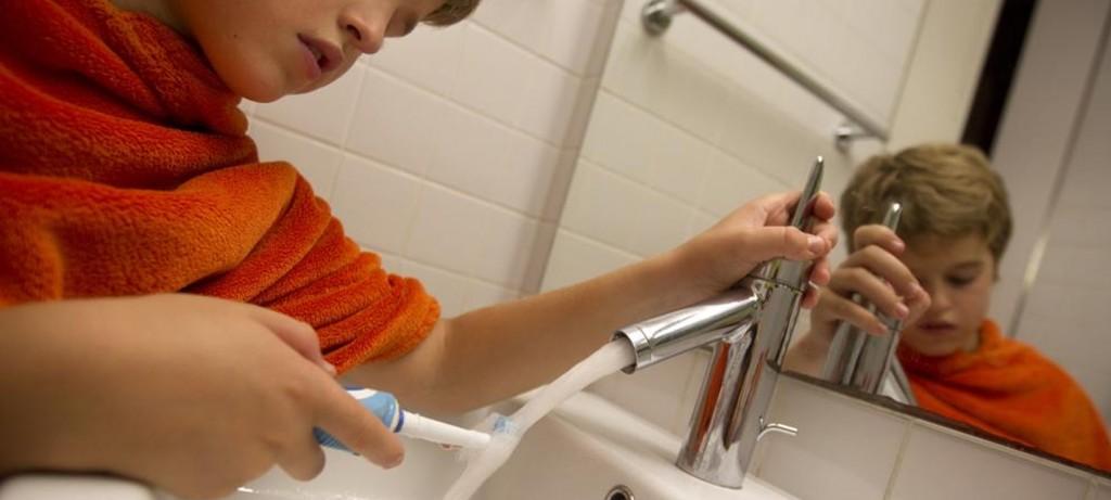 La Agència Catalana de l'Aigua (ACA) reduce un 0,7% la tarifa del agua en 2016