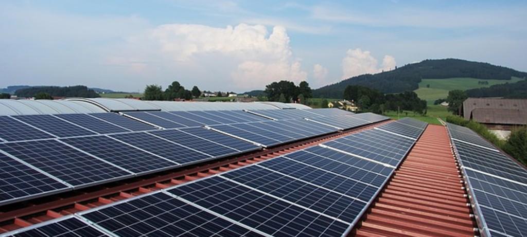 Nuevo plan japonés para el ahorro energético que promueve las placas solares y los coches híbridos