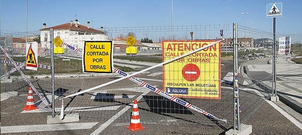 """AQUONA ha cortado el tráfico en la zona de """"Los Tres Pasos"""" de Palencia por obras"""