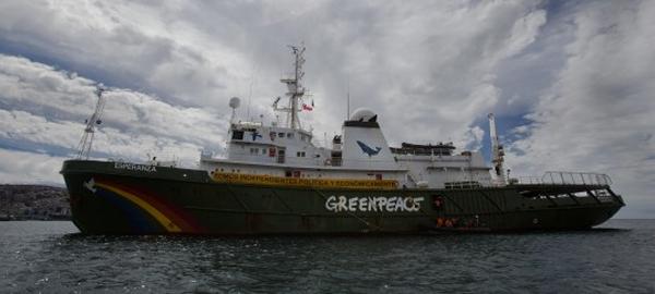 Greenpeace llega a Puerto Montt defendiendo las ballenas y el Ártico