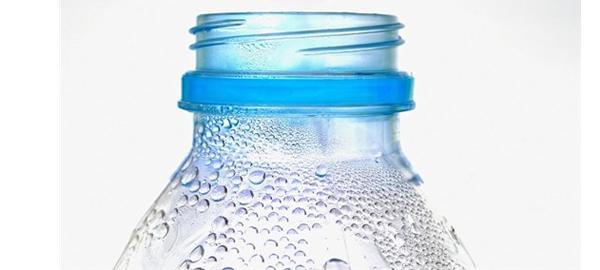 Los beneficios de beber agua en ayunas
