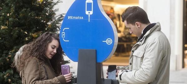 Tarragona carga móviles con las tuberías de agua