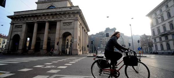 Milán prohíbe el tráfico tres días por los altos niveles de contaminación