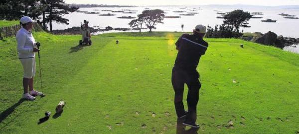 El ecologismo protesta por la captación de agua de un campo de golf