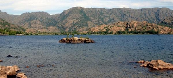 El lago de Sanabria invadido por algas