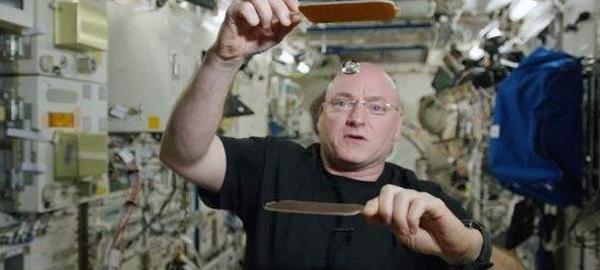 Las gotas de agua son pelotas de ping-pong en la Estación Espacial Internacional