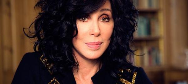 Cher dona 180.000 botellas de agua para ayudar ante los problemas de contaminación hídrica en Flint