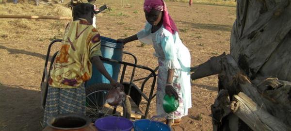 Miles de mujeres y niñas dedican más de 125 millones de horas cada día para recolectar agua