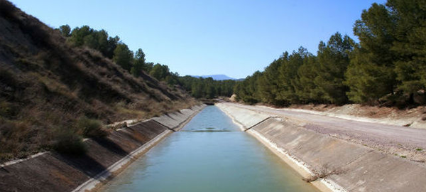 Paneles solares para evitar la evaporación del agua