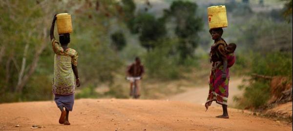 La falta de agua en el mundo, una cuestión de mujeres