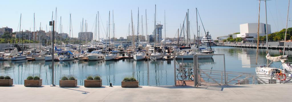 Voluntarios deciden limpiar a pulmón el fondo marino de Barcelona