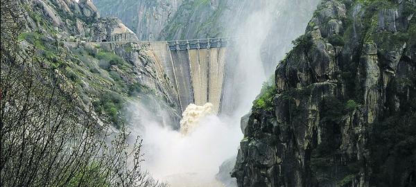 El Gobierno deja de invertir en el sector del agua los 600 millones presupuestados para su mejora