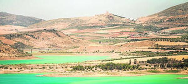 Los agricultores de m laga piden que se controle el agua for Piscinas que se esconden