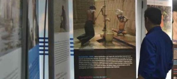 Unicef conciencia sobre el uso del agua con una exposición en las oficinas de Aquona