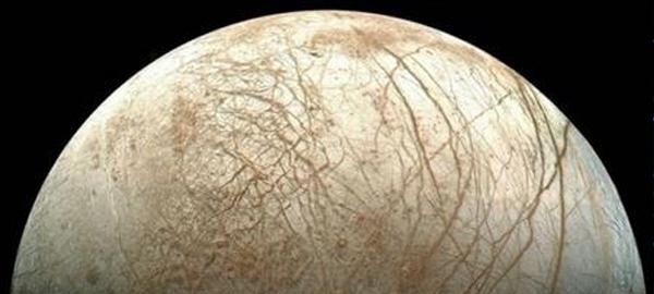 La NASA descubre 7 grandes géiseres de agua en la luna Europa de Júpiter