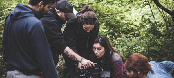 Una película grabada con energía solar y liderada por mujeres arrasa en festivales