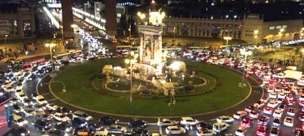 Barcelona prohibirá la circulación de los coches más contaminantes a partir de 2020