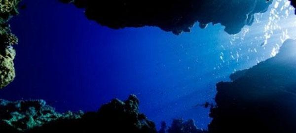 Encuentran un masivo océano a mil kilómetros de profundidad