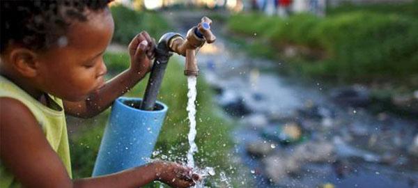 La falta de acceso al agua potable causó la muerte de más de trescientos mil niños en 2015
