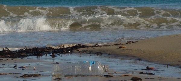 El Mediterráneo acumula 62 millones de grandes fragmentos de basuras