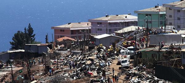Evacúan a unas 4.000 personas por incendio forestal en el sur de Chile