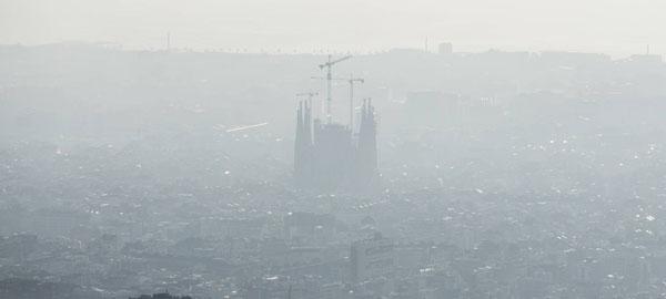 La UE vuelve a advertir a Barcelona por la polución