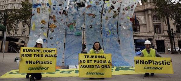 Greenpeace lanza una campaña para denunciar la contaminación que sufren los océanos
