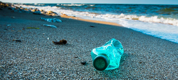 Entre 70% y 90% de los residuos acuáticos en las playas son plásticos
