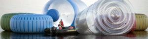 Un cuadro de basura gigante en el mar para denunciar la contaminación del Mediterráneo