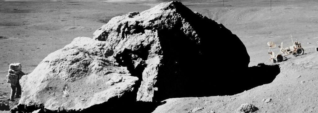 """La Luna podría ser """"asombrosamente"""" rica en agua, según investigadores de la Universidad de Brown"""