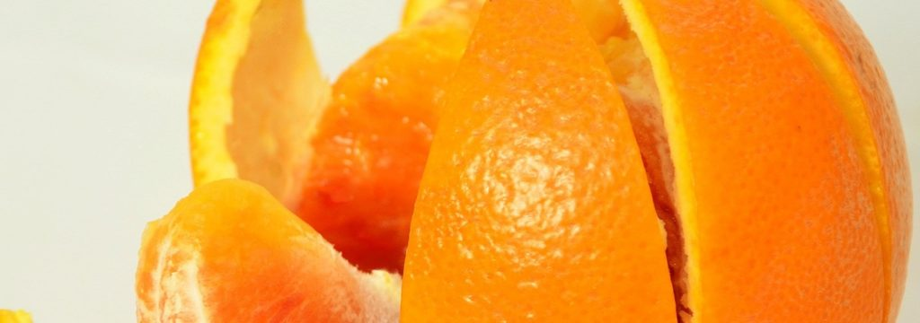 La cáscara de naranja, una opción para limpiar las aguas residuales