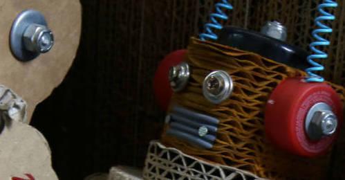 Robots-peruanos-de-carton-para-concienciar-sobre-el-medio-ambiente-1-iloveimg-cropped-1