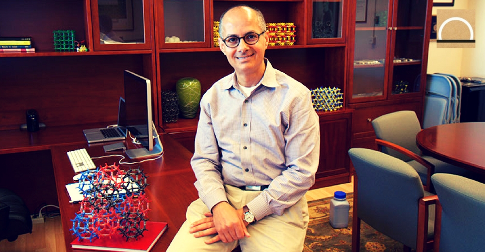 Omar Yagui, el químico que sabe cómo atrapar CO2 y moléculas de agua
