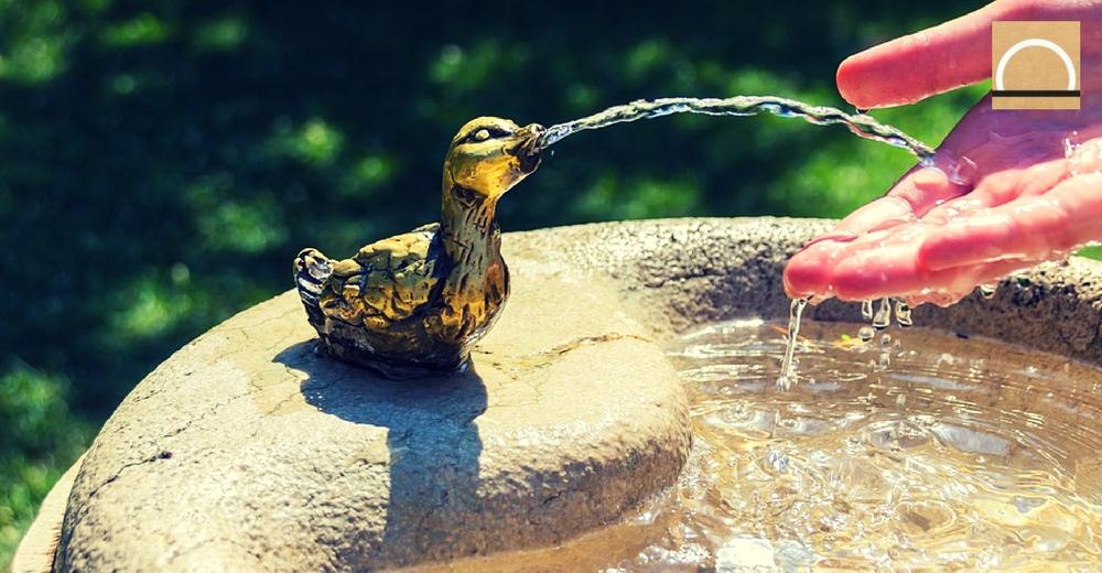 Los comercios de Inglaterra instalan fuentes de agua para reducir el uso del plástico