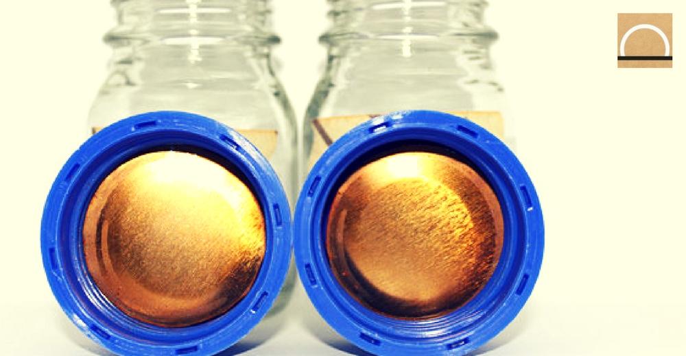 Cubren el interior de las latas con un bioplástico de restos de tomate