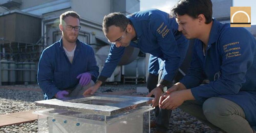 Crean un material que convierte el vapor de zonas desérticas en agua