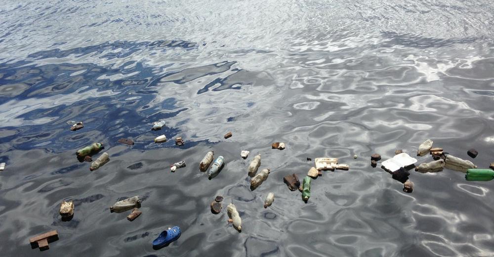La campaña de Alaska Airlines contra el consumo de utensilios de plástico