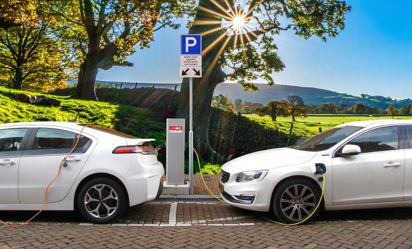 El Gobierno prevé prohibir la venta de coches diésel y gasolina a partir de 2040