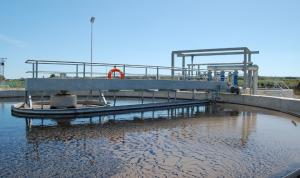 Se reduce en un 40% el uso de agua en el sector industrial y se mantiene en el agrícola