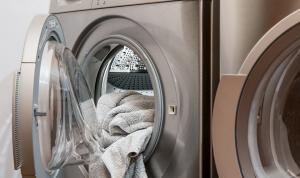 Más de la mitad de los plásticos en el mar son fibras de ropa de la lavadora