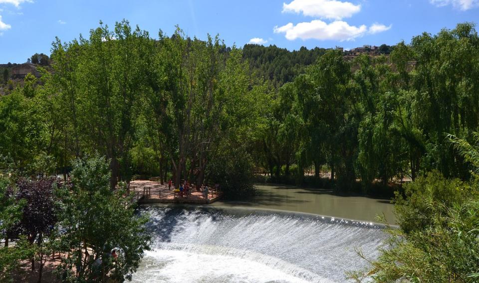 Las reservas de agua continúan en descenso y rozan el 50% de su capacidad