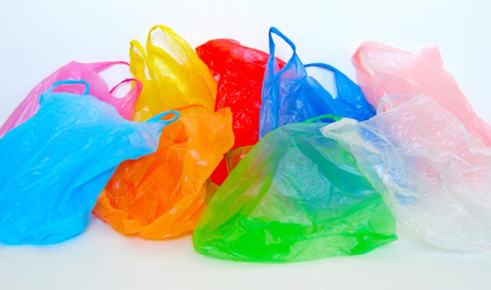 El mundo consume 10 millones de bolsas de plástico cada minuto