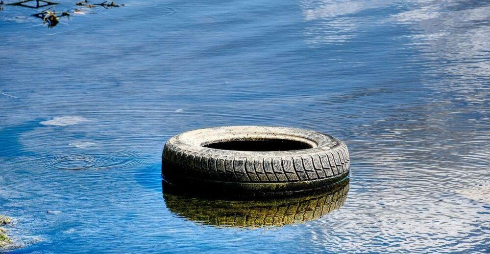 Valencia retira más de 11 toneladas de residuos de sus ríos